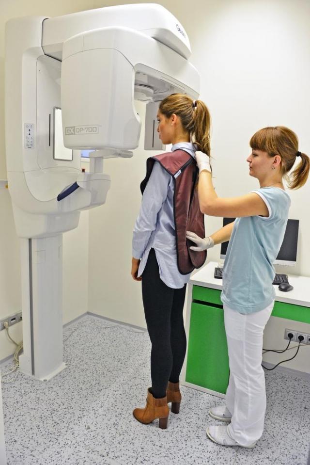 Zubní klinika TopDentClinic disponuje špičkovou digitální rentgenovou technikou, pacienty nemusí na vyšetření nikam posílat a vše absolvují pod jednou střechou od vyšetření až po specializované zákroky, foto TopDentClinic