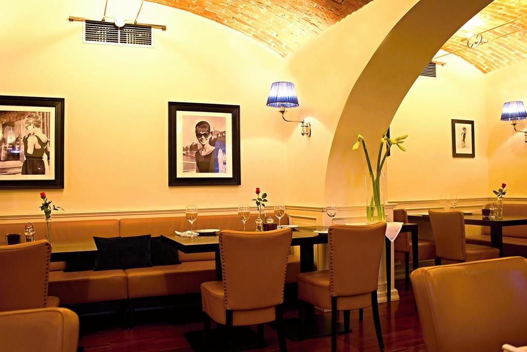 Gurmánská restaurace na mezinárodní úrovni. Většina používaných surovin je od regionálních dodavatelů v té nejvyšší kvalitě.