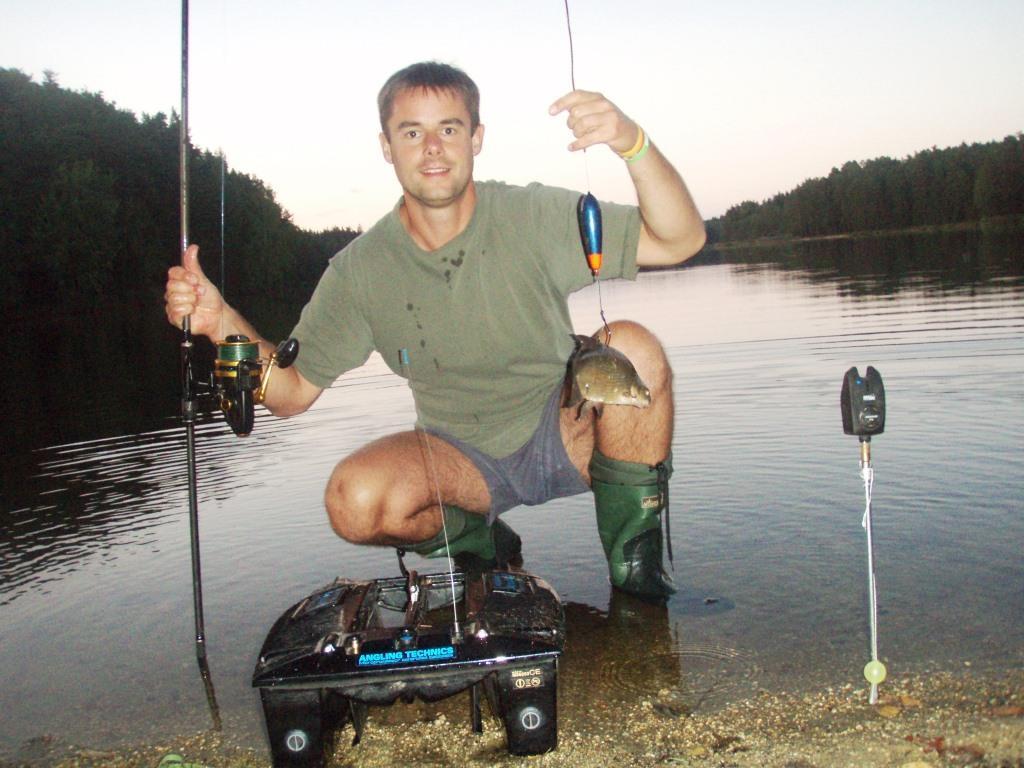 Celá Chlumecká oblast se nachází se v krajině rybníků, 12 km jižně od Třeboně, v oblasti CHKO Třeboňsko.