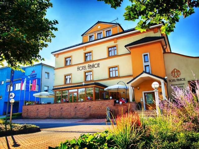 Hotel Abácie & Wellness je komfortní rodinný hotel na okraji Valašského Meziříčí, který nabízí pohostinnost, relaxaci a sportovní vyžití na vysoké úro