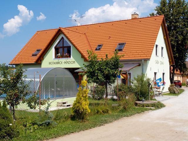 Penzion Oáza se nachází 17 km od lázeňského města Třeboně. Leží uprostřed nádherné a čisté krajiny Třeboňsko. Foto Penzion Oáza