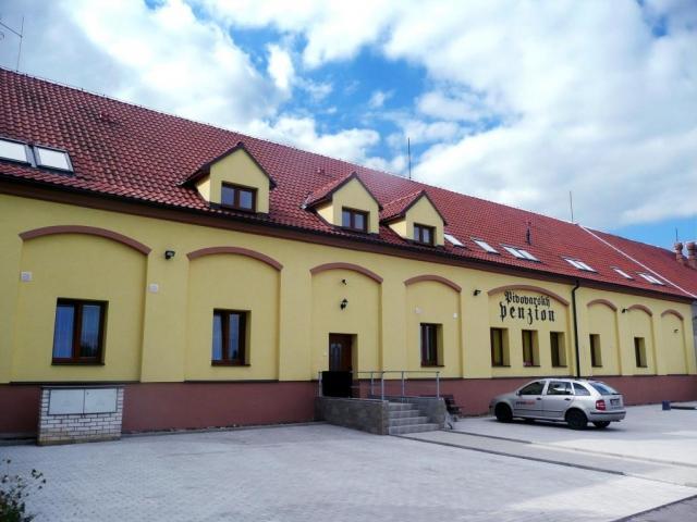 Penzion v Pivovarském Dvoře Chýně nabízí ubytování v blízkém okolí Prahy. Najdete nás v okrese Praha - západ deset minut od stanice metra Zličín.