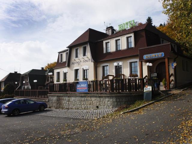 Nově zrekonstruovaný Horský hotel Kolowrat se nachází se v CHKO Český les, kde naleznete původní nedotčenou přírodu s mnoha historickými zajímavostmi.