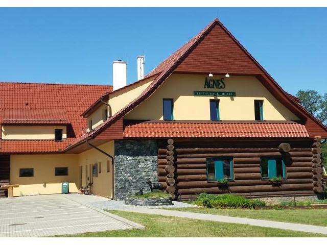 Nový tříhvězdičkový Hotel Agnes naleznete v malebném údolí městečka Bohdaneč.