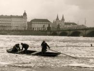 Za velké vody r. 1940 u Palackého mostu, foto Muzeum Prahy