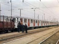 Vlak s prvními vozy pro pražské metro v železniční stanici Praha-Krč 16. října 1973, foto archiv DPP