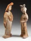 Hrobové figury dvorních dam představují dobový ideál krásy. Dynastie Tchang (618–907).