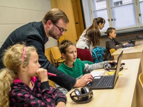 Proběhlo slavnostní zakončení zimního semestru Dětské univerzity FF UK, foto FF UK