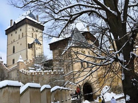 První únorový víkend se ze zimního spánku probudí hrad Karlštejn, foto NPÚ