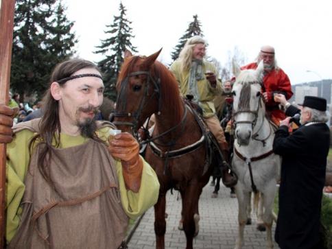 Průvod masek s medvědem v Radotíně, foto ÚMČ Praha 16