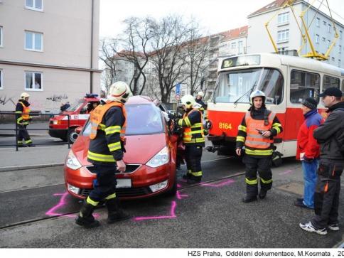 Hasiči zasahovali u střetu osobního auta s tramvají, foto HZS, M.Kosmata