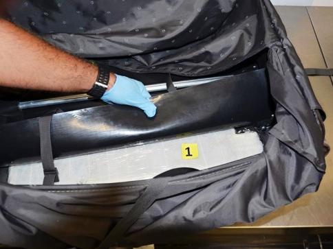 Ruzyňští celníci odhalili 6 750 g hašiše, foto Celní úřad Praha Ruzyně