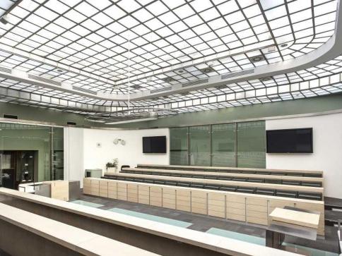 Palác Dunaj na Národní třídě v Praze prodán, foto Crest Communications