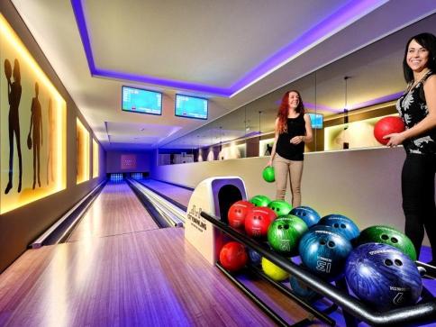 Bowling & Bar