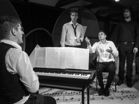 Přijďte na setkání s písničkami Jaroslava Ježka v inscenaci 3 strážníci