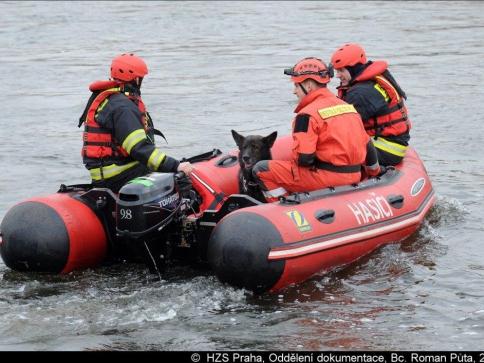 Tragédie u Trojského zámku zaměstnala hasiče ze čtyř stanic. Foto Bc. Roman Půta