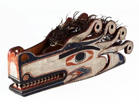 Maska vlčí bytosti používaná při šamanských obřadech, Nutkové (Vancouver Island). Foto Národní muzeum.