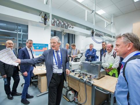 Plzeňským vědcům se daří překonávat problémy technologie výroby chytrých oken, foto: ZČU.