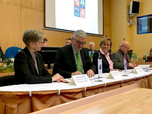 Smlouva o vzniku zkušebního centra BMW Group nedaleko Sokolova podepsána, foto BMW Group ČR