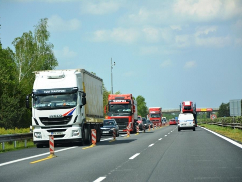 Skanska zmodernizuje 8 kilometrů dálnice D11. Foto Praha Press
