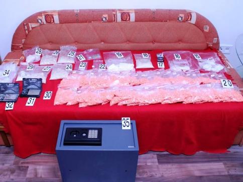 Byla rozkryta síť obchodníků s nelegálními drogami, foto: Policie ČR