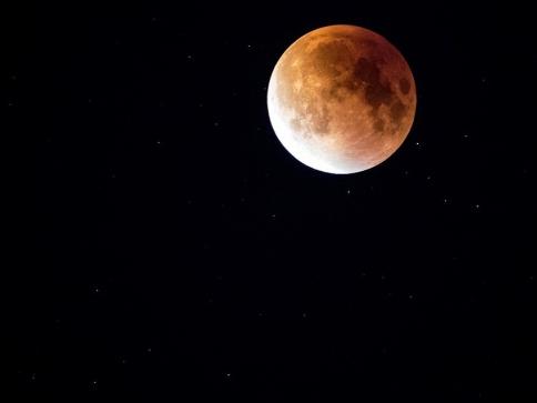 Štefánikova hvězdárna v Praze láká na pozorování Měsíce