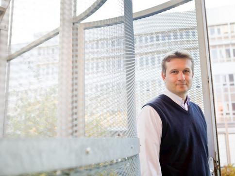 Hlavní řešitel projektu Kamil Paruch z Ústavu chemie Přírodovědecké fakulty MU