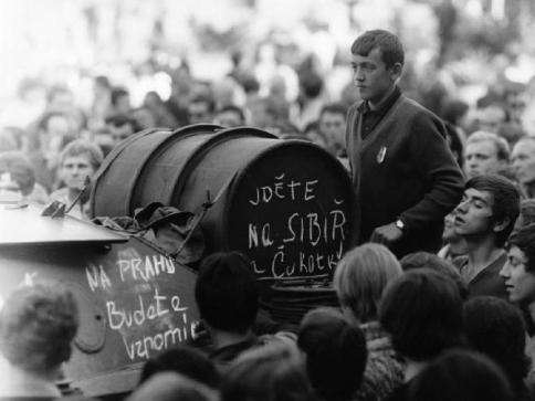 Srpen 1968 ve Valašském Meziříčí, foto: Jiří Fojtík