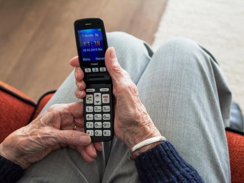 Rozeslané klamavé SMS lákají peníze za zdravotní pomůcky