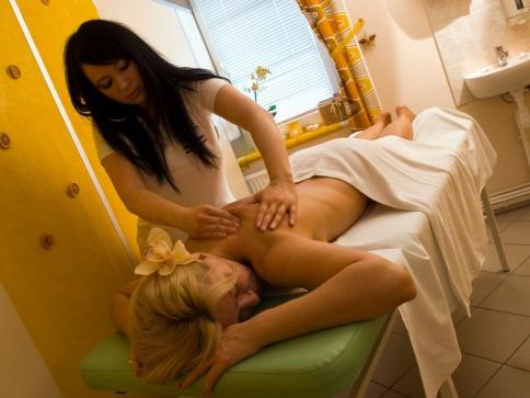 V lázeňském hotelu Thermal je pro hosty připraveno moderní wellness centrum, ve kterém si mohou dopřát řádný odpočinek.