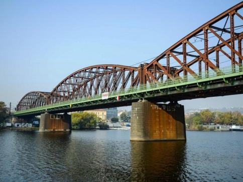 Lávka na železničním mostě opět spojuje Výtoň a Smíchov, foto: TSK Praha