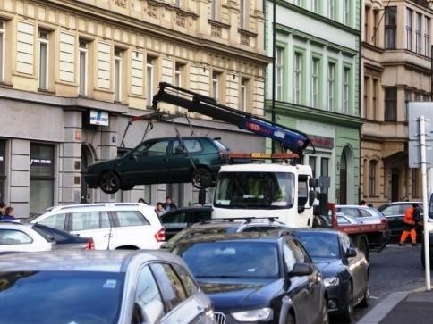 Odtah vozidla při havárii na vodovodní či kanalizační síti hradí PVK, foto: Praha Press