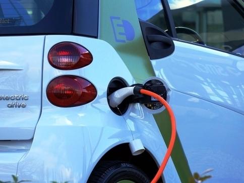 Na nové dobíjecí stanice elektromobilů půjde dalších 130 milionů, foto: MD ČR