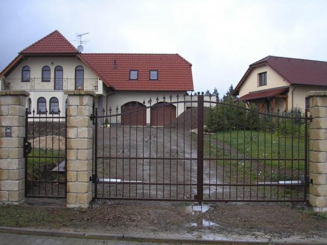 Vstupní brána je korunou domu, foto ZFK Kovovýroba Ing. František Kuba