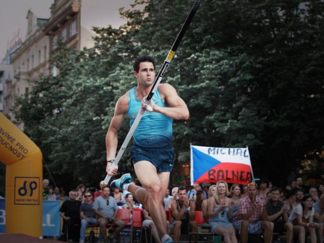 Pozvánka na XXIII. ročník mezinárodního mítinku ve skoku o tyči PRAŽSKÁ TYČKA 2014, foto Jump team USK Praha