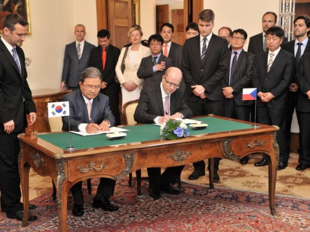 Česká republika podepsala smlouvu s korejským Nexenem, foto CzechInvest