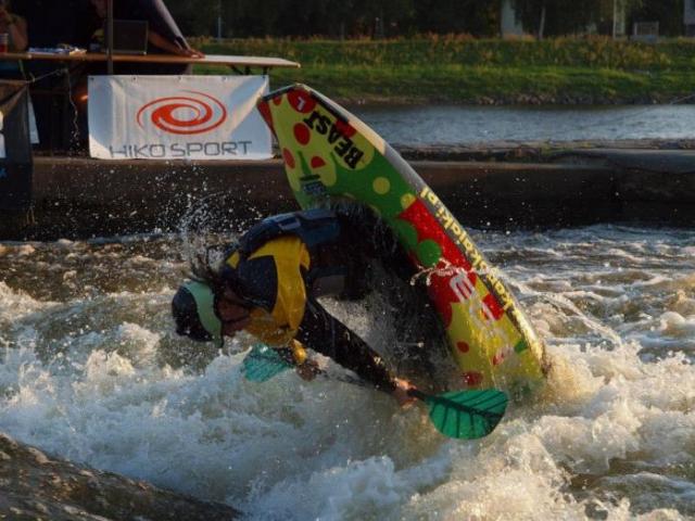 Milovníci adrenalinu a mejdanů se sejdou na Troja Freestyle festu, foto Česká Národní asociace whitewater rodea