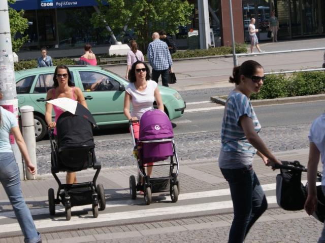 Podnikatelky při pobírání peněžité pomoci v mateřství nemusí přerušovat podnikání. Živnost nesmí vykonávat osobně, foto Praha Press