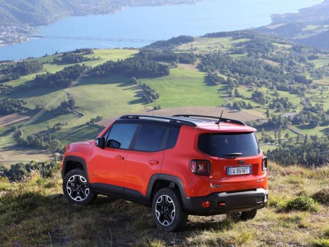 Jeep Renegade přináší kombinaci designu, praktičnosti a schopností v terénu, která je charakteristická pro americkou značku Jeep a také nezaměnitelný styl a dynamické prvky, foto FIAT S.p.A