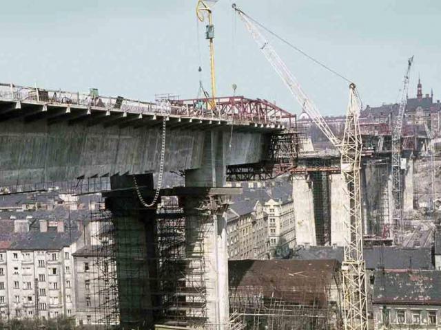Výstava Nuselský most - Stavba z předpjatého železobetonu je dodnes oceňována pro nadčasové a zároveň elegantní formy a originalitu konstrukčního řešení, foto DPP