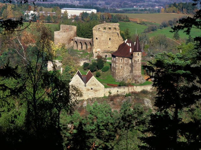 Tradiční zamykání hradu Velhartice je sportovním i zábavným zpestřením konce sezóny, foto hrad Velhartice