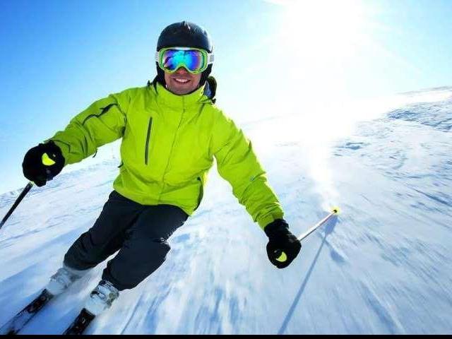 Zimní pobyt na 3 nebo 5 dní u Skiareálu Klínovec. Lyžařský areál Klínovec nabízí to nejlepší v oblasti Krušných hor. Pečlivě upravené sjezdovky, vynikající podmínky pro lyžování a snowboarding. Dopřejte si až 5 dní s polopenzí v luxusním čtyřhvězdičkovém hotelu Nástup v těsné blízkosti Skiareálu Klínovec. Foto hotel Nástup