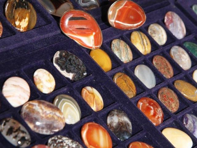 Vzácné šperky, sběratelské kameny, dekorační bytové doplňky na brněnském výstavišti, výstava MINERÁLY BRNO 2014, foto BVV