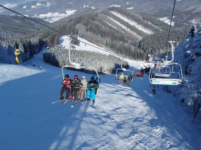 Šest valašských ski areálů nabídne od letošní zimy společný skipas. Ski centrum Kohútka, foto Resort Valachy