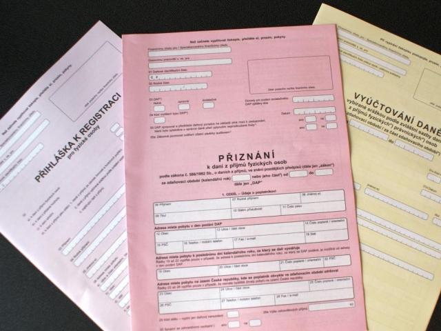 Středně velká česká firma stráví v průměru 413 hodin zpracováním agend a přípravou podkladů spojených s výběrem daní. To je stejně jako loni. Za posledních pět let ale klesla tato doba o neuvěřitelných 517 hodin, foto Praha Press
