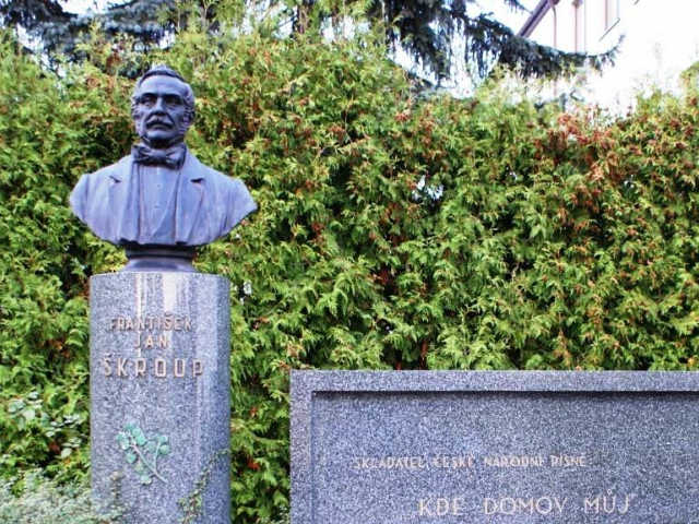 Dne 21. prosince 2014 uplyne 180 let od prvního uvedení písně Kde domov můj. Náhrobek Fr.Škroupa v Osicích, foto Praha Press