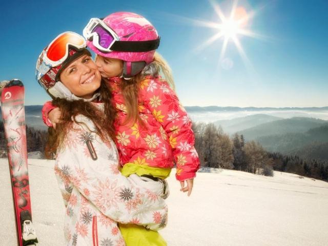 Vydejte se v zimě do Beskyd. Užijte si pobyt na horách - Zimní dovolená v Beskydech je tu! Relaxační masáže, dvě komfortní wellness centra, termální bazény, saunový svět, skipas do Ski areálu Razula - a navíc ubytování dětí do 12 let zdarma.