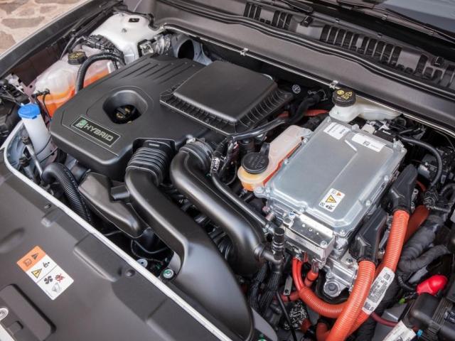 Ford zahájil výrobu nového Fordu Mondeo Hybrid – prvního hybridního modelu, který značka vyrábí a prodává v Evropě. Foto Ford