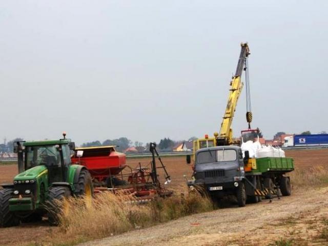 Ministr Jurečka se svým týmem připravil pro zemědělce téměř 950 milionů korun, foto Praha Press
