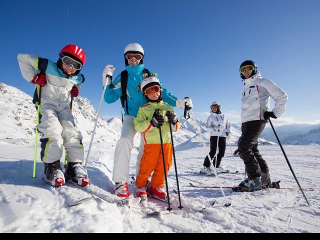 Přijeďte si užít báječnou zimní dovolenou do Wellness hotelu Diana Velké Losiny, poznejte Jeseníky v zimním období a užijte si lyžování v blízkých lyžařských areálech se slevou na skipasy. Foto Wellness hotel Diana